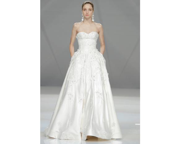3ba3307b8 أجمل فساتين أسبوع برشلونة للموضة العرائسية | نواعم