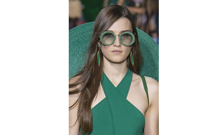 كيف تختارين أبرز صيحات النظارات الشمسية لهذا الموسم؟