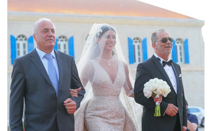 خاص- فستان زفاف ريما فقيه بنصف مليون دولار و1846 ساعة عمل