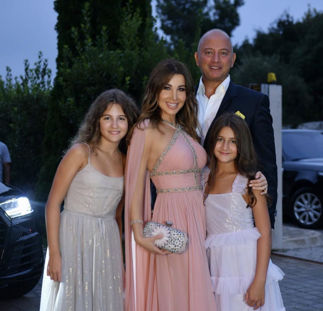 والدة نانسي عجرم تخطف الأنظار في حفل زفاف نبيل عجرم