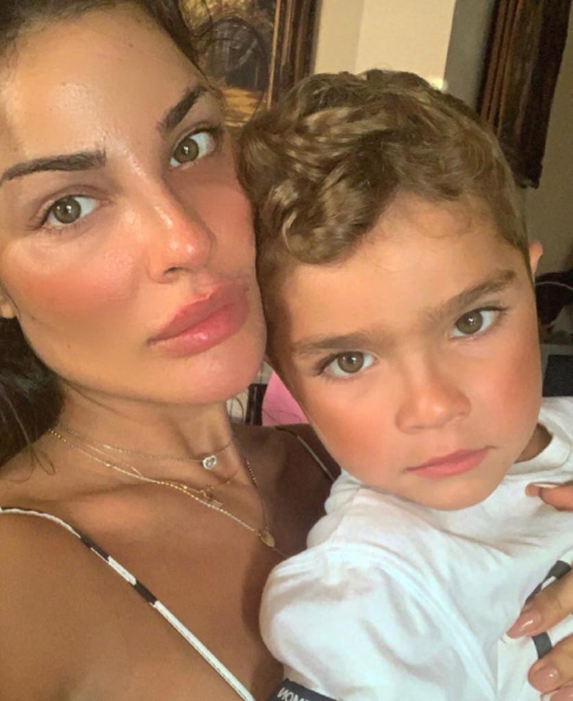 نادين نسيب نجيم تنشر صورتها مع ابنها بدون آثار جروح وجهها نواعم