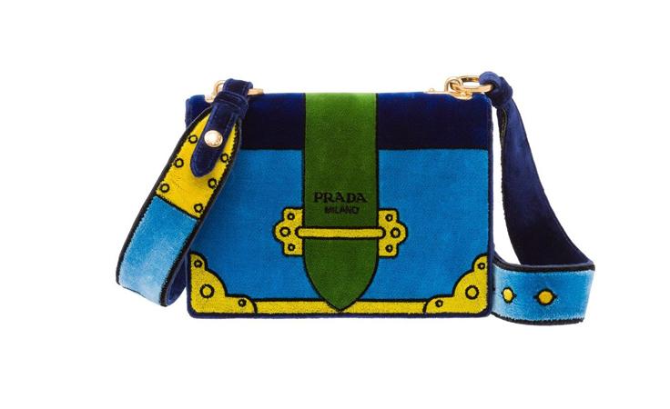 ستعشقين حقيبة Velvet Bag المتميّزة من برادا