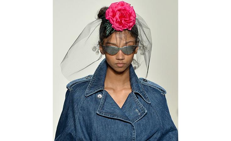 مكياج برّاق وتسريحات شعر مريحة في الأيام الأولى من أسبوع الموضة النيويوركي