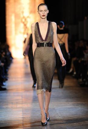 نواعم تختار لكِ أجمل 10 فساتين قصيرة من أسبوع الموضة في باريس