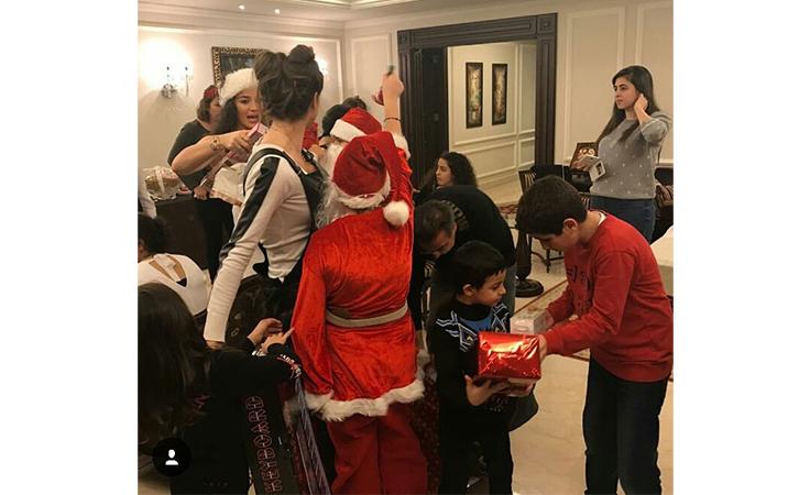 النجوم يشاركوننا احتفالاتهم بالكريسماس
