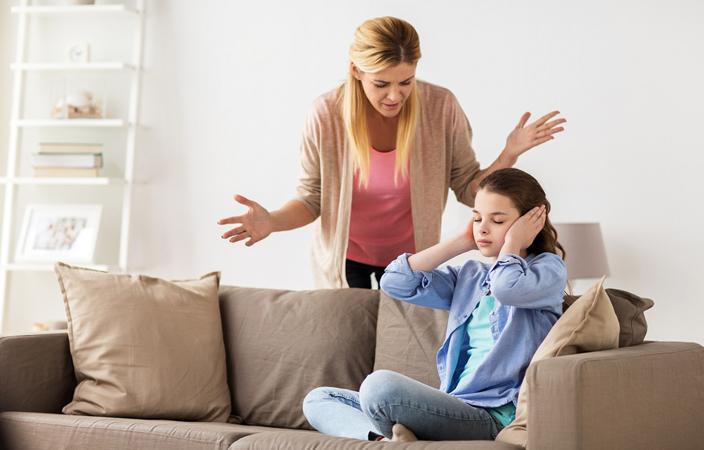 نتيجة بحث الصور عن أسباب شجارك مع ابنتك المراهقة