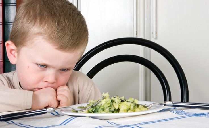 نصائح الخبراء لحلّ المشاكل الشائعة في إطعام أطفالك