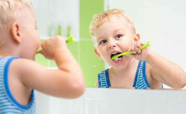 7 حيل لتعليم طفلك عادات أسنان صح ية نواعم