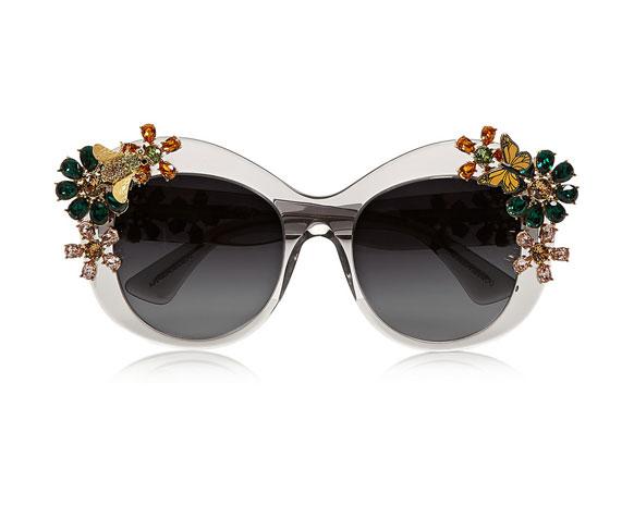 كيف ترتدين النظارات الشمسية بستايل خاص و متميّز؟