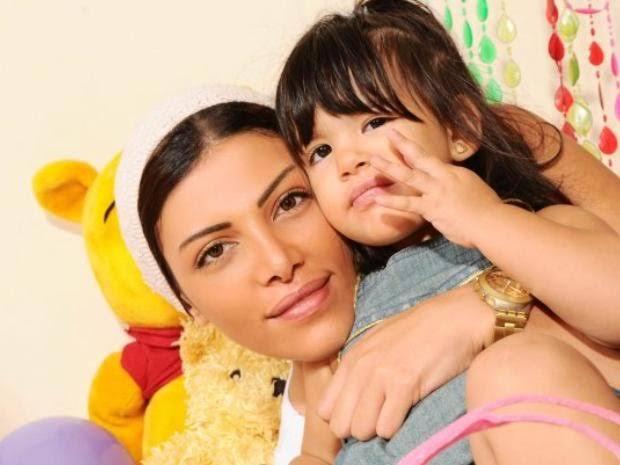 أول ظهور لابنة ريهام حجاج وهي شابة على البحر
