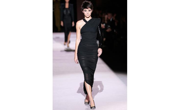 2e12551bd تذكري أجمل إطلالات كيندل جينر من عروض الأزياء واستوحي منها لإطلالاتك ...