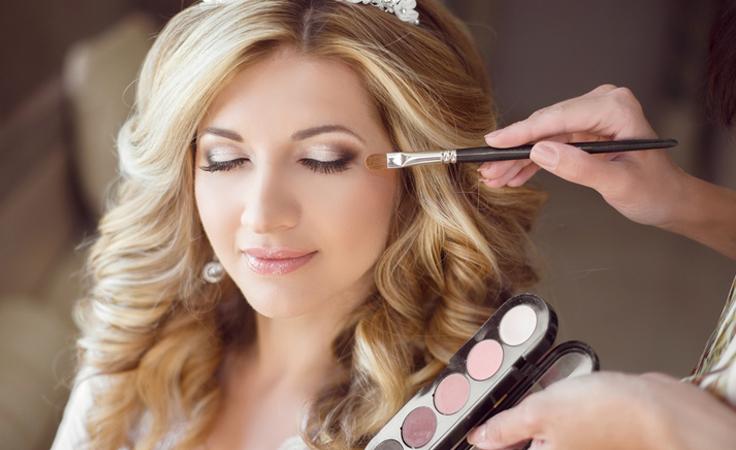 للعروس معلومات مهمة يجب أن تعرفيها قبل التوجّه إلى اختصاصي المكياج