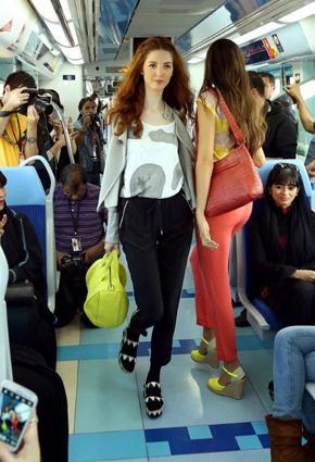 بالصور مترو يتحوّل منصّة أزياء 2013 metro-10-24-01-2013.