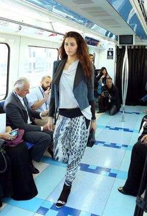 بالصور مترو يتحوّل منصّة أزياء 2013 metro-12-24-01-2013.