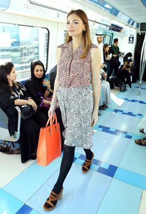 بالصور مترو يتحوّل منصّة أزياء 2013 metro-2-24-01-2013.j