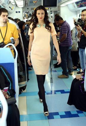 بالصور مترو يتحوّل منصّة أزياء 2013 metro-6-24-01-2013.j