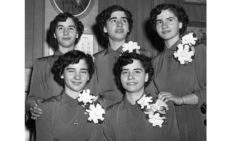 قصة مؤثرة: خمس فتيات توأم تحوّلن إلى حقل تجارب وصندوق للفرجة
