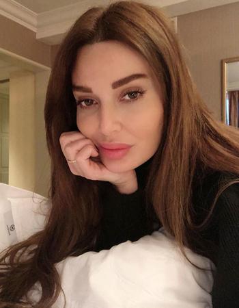 النجمات والمدوّنات العربيّات يقضين عزلتهنّ المنزلية من دون مكياج