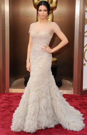 ee231a45c0d70 أجمل الفساتين البيضاء على السجادة الحمراء Jenna Dewan Tatum