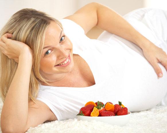 8 عادات غذائية تساعدك على تغذية دماغ الجنين أثناء الحمل