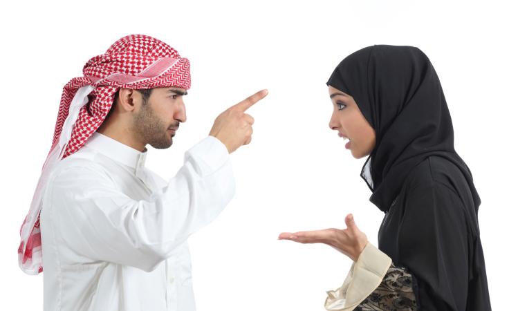 هل يحبّكِ زوجكِ بجنون وتتذمّرين.. إليكِ الحلّ الرومانسي!