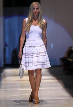 d7ef37d8e شاهدي أفضل 20 فستان من عرض Saks Fifth Avenue | نواعم