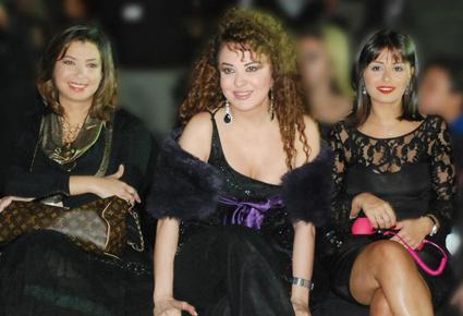 بالصور النجمات يتنافسن باللون الاسود هانى البحيرى stars-5-26-09-2012.j