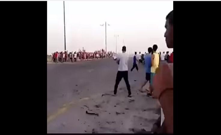 واقعة مؤلمة بالفيديو..مفحط يدهس متجمهرين بالقطيف