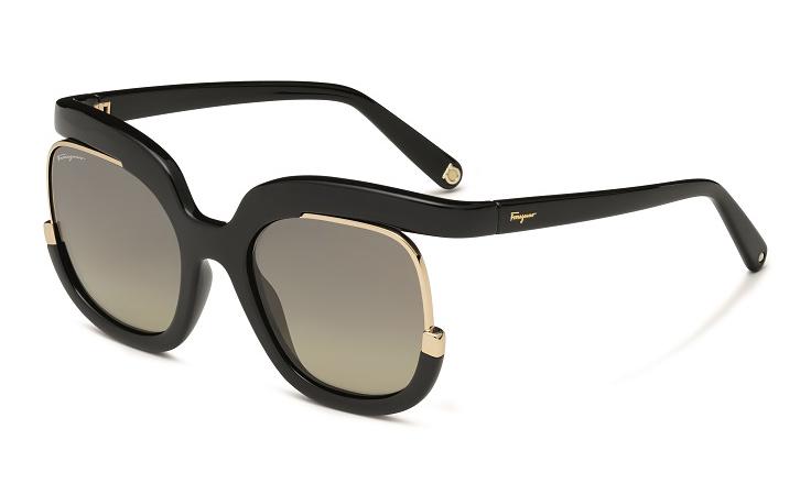 ناعومي واتس تختار لكِ أجمل نظارة شمسية لهذا الموسم!