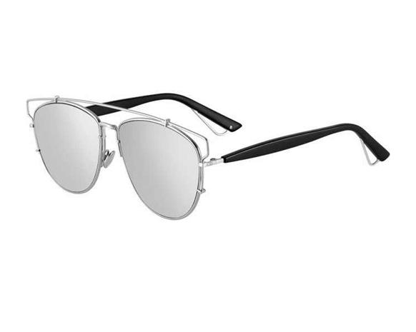 3d76340b5 هذه هي النظارة الشمسية المفضلة لدى النجمات هذا الموسم | نواعم