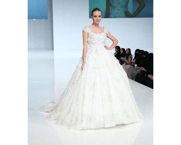 8792b38db13ae أجمل فساتين معرض العروس أبو ظبي 2015