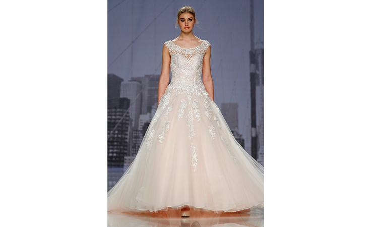 أجمل فساتين زفاف أسبوع برشلونة لعروس 2018