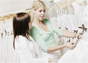 أسهل الطّرق لإنتقاء فستان زفاف مثاليّ