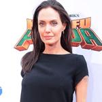 """أنجلينا جولي تكشف سرّ علاقتها بـ""""البيجاما"""""""