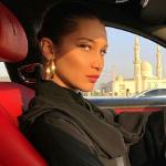 هكذا ارتدت بيلا حديد الحجاب في أبو ظبي!