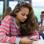 الفتيات اللواتي يكثرن من استخدام الهاتف معرّضات للاكتئاب أكثر من غيرهن!