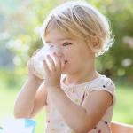 شرب بدائل الحليب يجعل طفلك أقصر طولاً