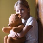 سوء معاملة الأطفال تترك أثاراً سلبية دائمة في الدماغ