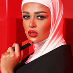مريم محمد تختار الحمرة المثالية للأعياد!