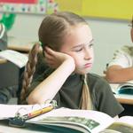 الدخول إلى المدرسة في عمر مبكر يؤثر سلباً على الأداء الدراسي