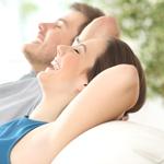 الحميمية والنوم هما المفتاحان الرئيسان للسعادة!