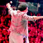 محمد منير يشعل مسرح مدينة دبي للإعلام