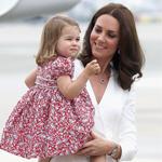 الأميرة شارلوت تستعير هذا الحذاء من الأمير هاري!