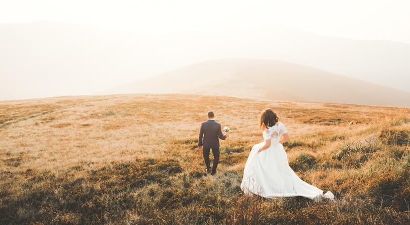 تفسير حلم الزواج للعزباء من شخص مجهول نواعم