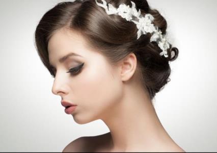 ef2205ae8 لعروس الخريف: إشراقتكِ لا تكتمل من دون هذه اللمسات!