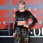 العصرية والجرأة تغلبان على إطلالات النجمات في حفل MTV