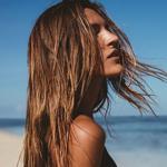 كيف تهتمّين بشعركِ في العطلة على الشاطئ؟