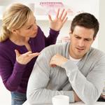هذه المؤشّرات تعني أنك تعاملين زوجك مثل الأطفال!