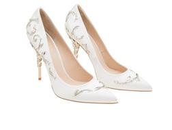 أحذية عرائسيّة تمزج بين الحداثة والعصرية