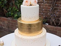 قوالب-حلوى-الزفاف-المعدنية-تأسر-قلوب-العرائس